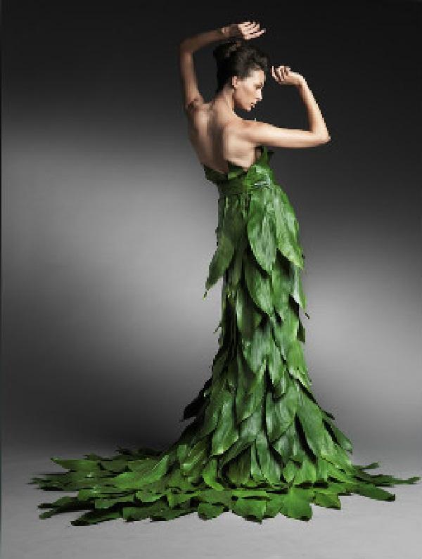 Зелёное свадебное платье из листьев