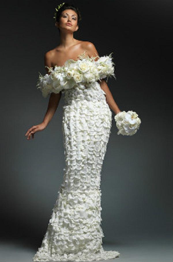 Белое платье из роз
