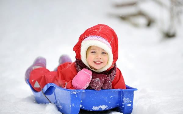 Выбираем зимние санки для малыша