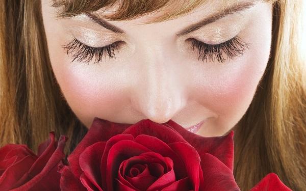 Какие розы подарить девушке?