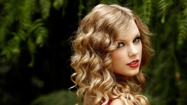 Причёски на длинные вьющиеся волосы