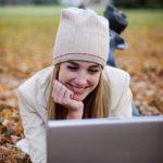 Почему девушки не пишут первыми? Стоит ли писать девушке первым?