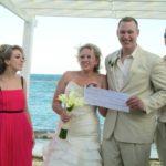 Шуточные лотереи на свадьбу: как и когда их проводят