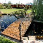 Кованые мостики в дизайне участка